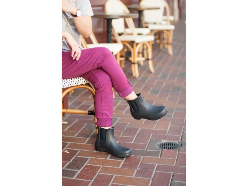 Crocs™ Freesail Chelsea Boot Black/Black